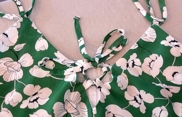 Rajouter un lien sur le décolleté de la robe