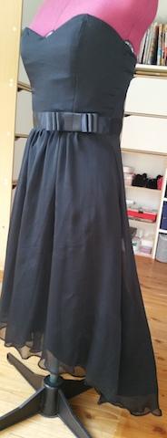 Renforcez le bustier de votre robe avec des baleines