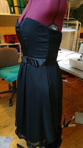Faire soi-même sa robe bustier en microfibre noire
