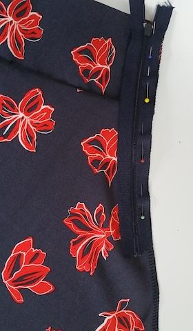 Poser la fermeture éclair sur un côté de la jupe
