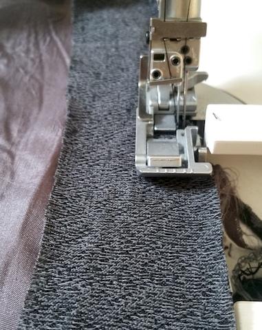 Coudre une bande pour élargir la doublure de la jupe