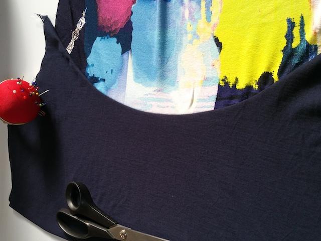 Assemblage de la doublure du devant du T-Shirt