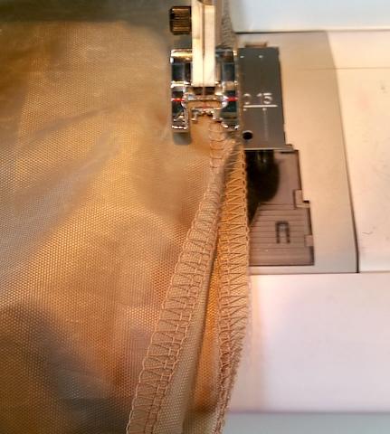 Fermeture du fond de poche par une couture