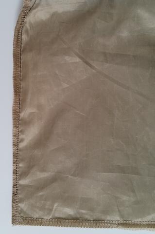 Assemblage des côtés de la poche du sac