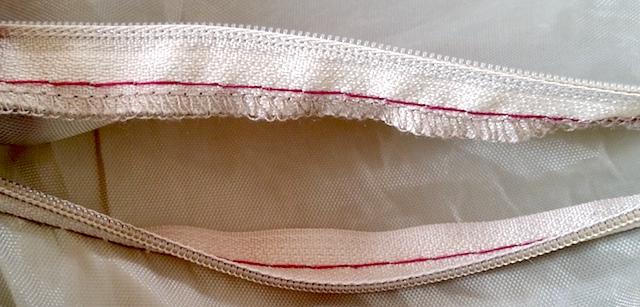 Surfilage de l'intérieur de la poche du sac